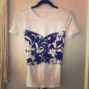 Tops - 🌺 NWOT Hawaiian print 2 layer top